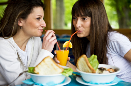 Ladies enjoying a healthy lunch | Naturopath Brisbane CBD, Graceville | About Perpetual Wellbeing